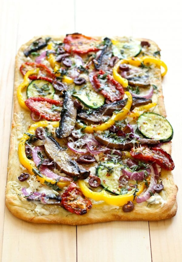 This Roasted Vegetable Flatbread is perfect for entertaining, and has ...