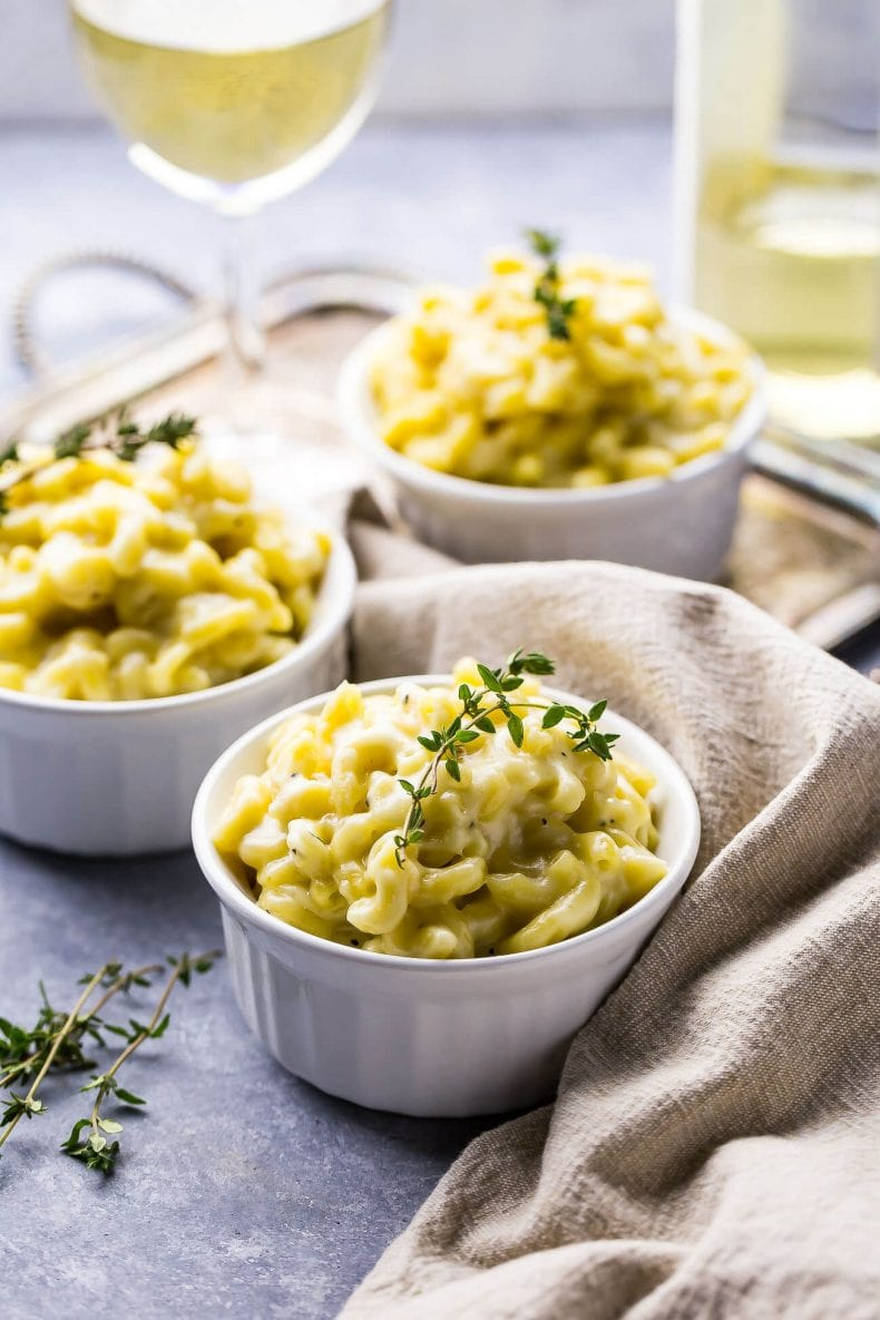 This White Cheddar Truffle Mac and Cheese Recipe is a delicious and luxurious side dish that is the perfect way to jazz up a plain old chicken dinner!