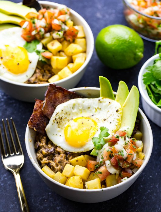 These Huevos Rancheros Breakfast Bowls are a delicious brunch idea and the kind of breakfast you'll want to wake up to every morning! Try this spin on a Mexican favourite this weekend!