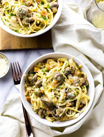 This Linguine Chicken Tettrazini is a delicious and luxurious pasta dish filled with roasted garlic mushrooms, bruschetta, fresh parsley and grilled chicken!