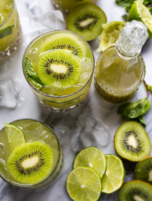 Super Easy Mint and Kiwi Mojitos