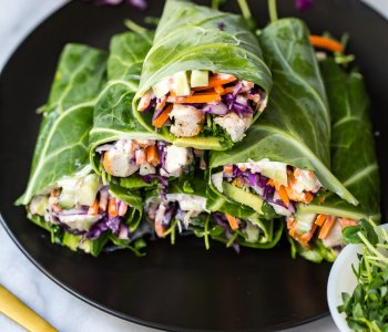 These Low Carb Garlic Chicken Collard Wraps are a delicious and healthy lunch idea jam-packed with veggies and a homemade vegan garlic sauce!