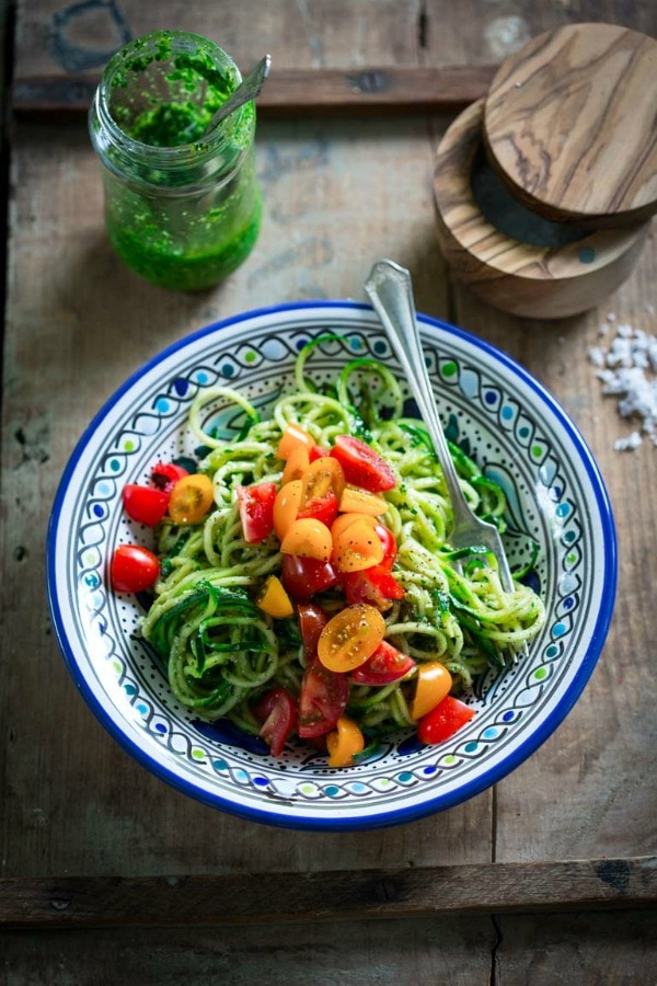 spiralized zucchini noodles with pesto sauce